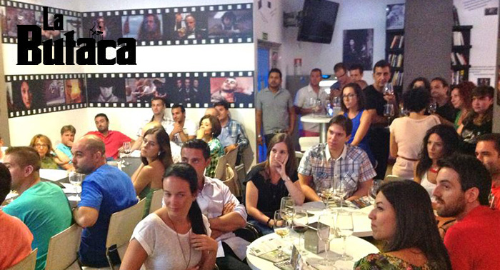 Menú de Cine en la Butaca: MaxiBurrito o Perrito + Tapa Cine+ Bebida+Postre+Copa desde 5€/pers.