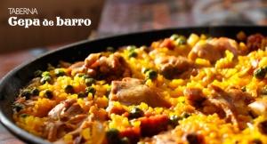 Menú completo para 2 o 4 personas de Berenjenas con Miel, Bravas, Fritura de Pescado o Paella