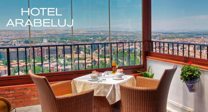 Pasa unos días de lujo en Granada: Alojamiento con vistas a la ciudad + Desayuno Boabdil para 2
