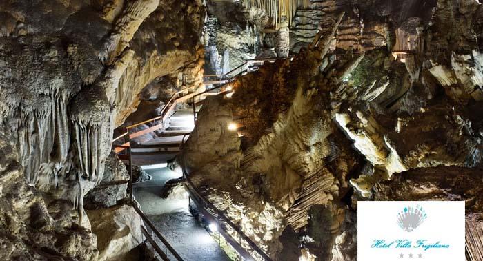 Escapada para 2 personas: 2 Noches con Desayunos + 1 Cena + Entrada para las Cuevas de Nerja