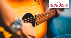 Este verano...¡Iníciate en la música! Clases Iniciación (todas las edades) de guitarra o piano.