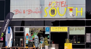 2 Noches de Alojamiento para 2+ Desayunos en South Hostel Tarifa ¡Sol, viento y buen rollo!
