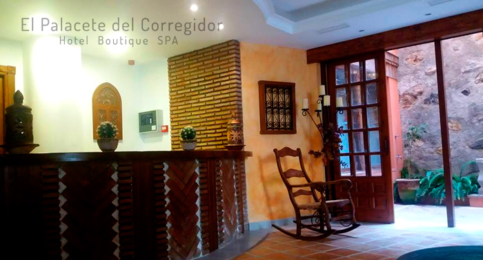 Escapada Romántica al Centro Histórico de Almuñecar en el Palacete del Corregidor