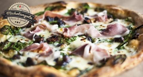 Auténtica pizza italiana en Michelangelo: Pizza + Bebida sólo 8€