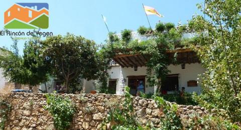 Escapada a La Alpujarra granadina para 2 con media pensión, piscina, jardines y restaurante.