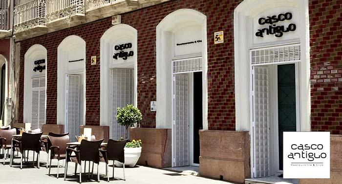 Para 2: Jarra de Cerveza o Tinto de verano + 5 tapas en Casco Antiguo