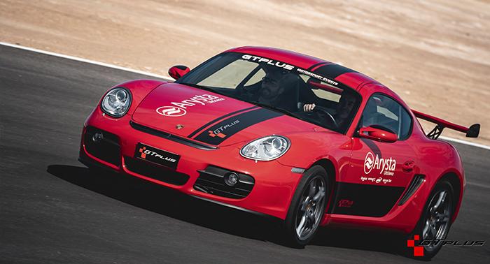 Adrenalina y velocidad en estado puro: Conduce un Porsche en Guadix