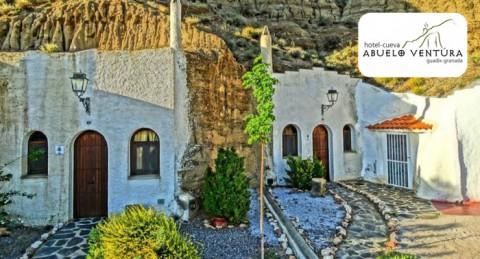 Alojamiento en Guadix con area aromatizada en Hotel Cueva  + Cocktail + Cena para 2 personas
