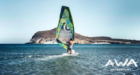 ¡Haz del viento pura emoción prácticando Windsurf! Bautismo o Curso de Perfecionamiento