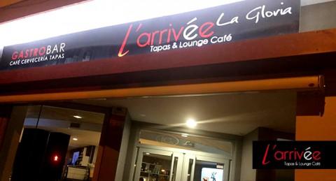 ¡Delicioso Menú Gourmet en L'Arrivée-La Gloria: 4 Tapas + 4 Vinos + 2 Postres, en pleno centro!