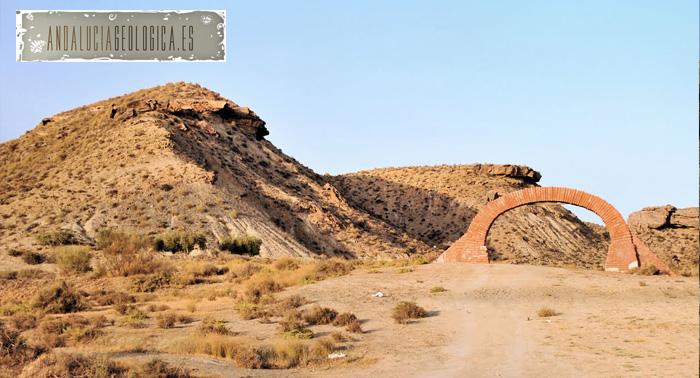Ruta Geológica por el Desierto de Tabernas. ¡Descubre este museo geológico y del cine a pie!