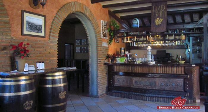 Visita guiada a bodega y viñedos, Cata y  Menú Degustación para 2 personas por 10€ o 4 por 18€