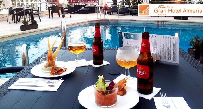 Menú para 2 en la piscina del Gran Hotel: 4 bebidas + 4 tapas + 4 pinchos selectos + 2 cocktail