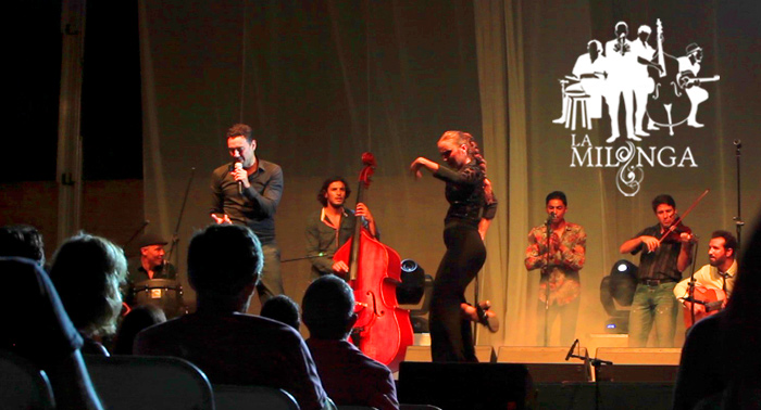 Concierto de La Milonga en el Castillo de Carboneras, con Mayte Beltrán y Tony Santiago.