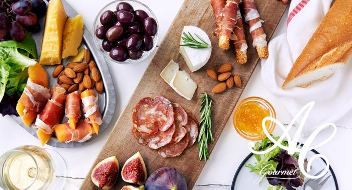 Tapeo Gourmet para 2 ó 4: 2 Botellas de vino o Bebidas + 4 Tablas + 12 Pulgas + Opción Cócteles