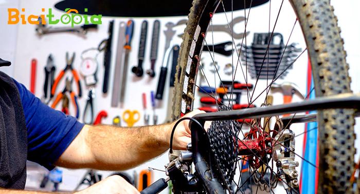 ¡Tu Bicicleta a punto para tus escapadas! Revisión Completa de 9 ó 14 puntos