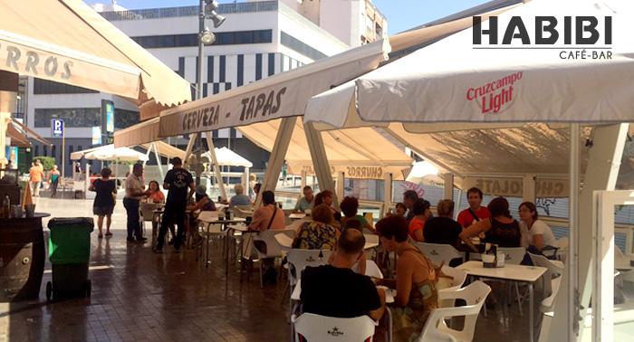 De Tapeo en el centro: 4 Bebidas + 4 Tapas en Café Bar Habibi