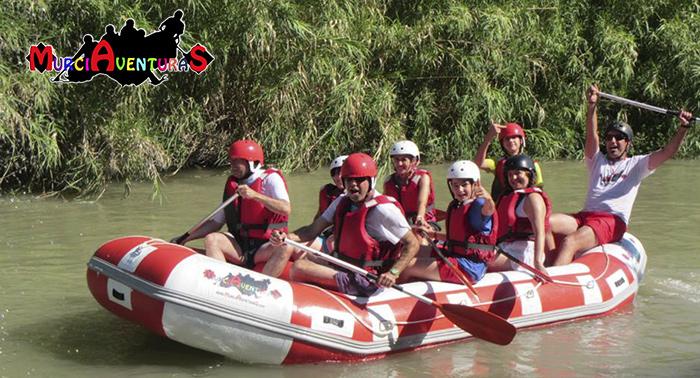 ¡Siente la emoción de vivir una fuerte aventura en el Río Segura! Rafting con Almuerzo y Fotos