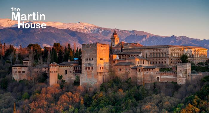 ¡Escapada mágica para 2 a Granada! Alojamiento + Visita nocturna a La Alhambra + Desayuno