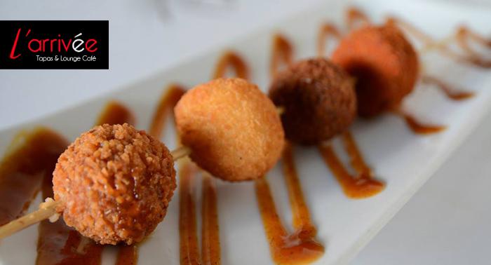 ¡Delicioso Menú Gourmet en L'Arrivée-La Gloria o Aguadulce!: 4 Tapas + 4 Vinos + 2 Postres