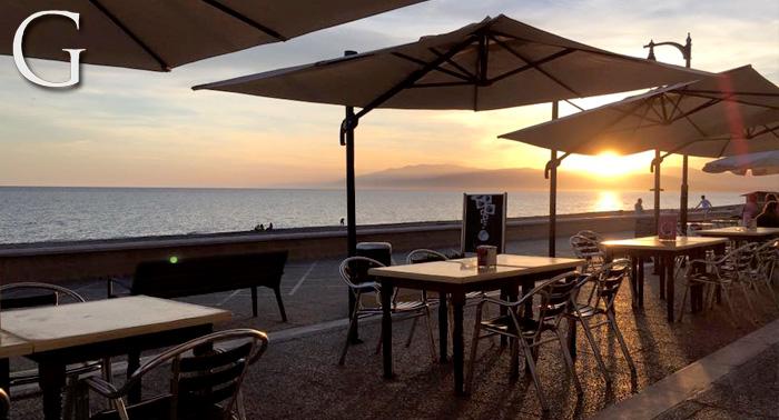 Para 2 personas: Arroz Caldoso con Marisco + 2 Bebidas, en el Paseo Marítimo de Cabo de Gata