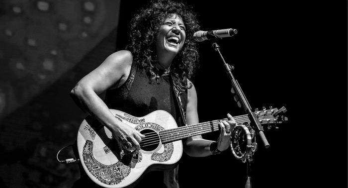 Entradas de Zona A para el concierto acústico de Rosana en Roquetas de Mar