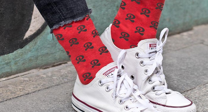 Presume de tu tierra y de look, 2 pares de calcetines estampados con Indalos