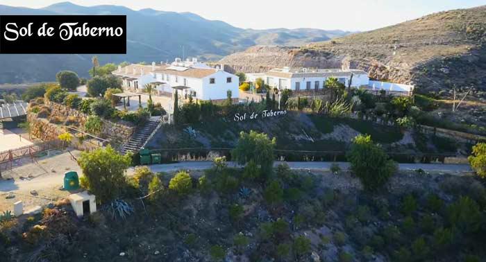 Escapada Rural a Taberno para 2 o 4 personas: 2 Noches de Alojamiento + Detalle Bienvenida