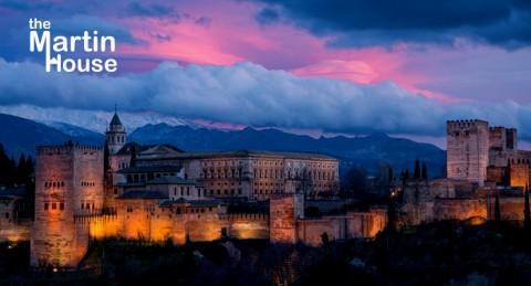 ¡Escapada mágica para 2 pax a Granada! Alojamiento + Visita nocturna a La Alhambra + Desayuno