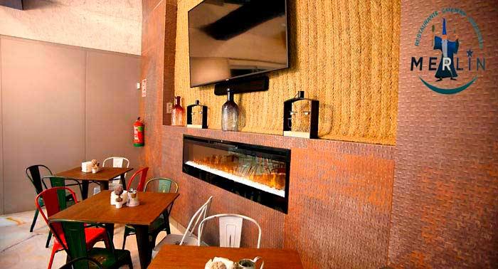 ¡Delicioso Tapeo en Cafetería Merlín con 4 Tapas + 4 Cañas o Tintos de Verano + Postre!